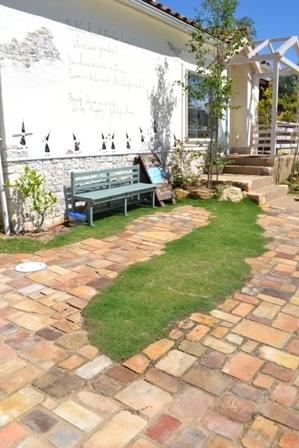 アンティーク煉瓦 庭 芝生 ナチュラル
